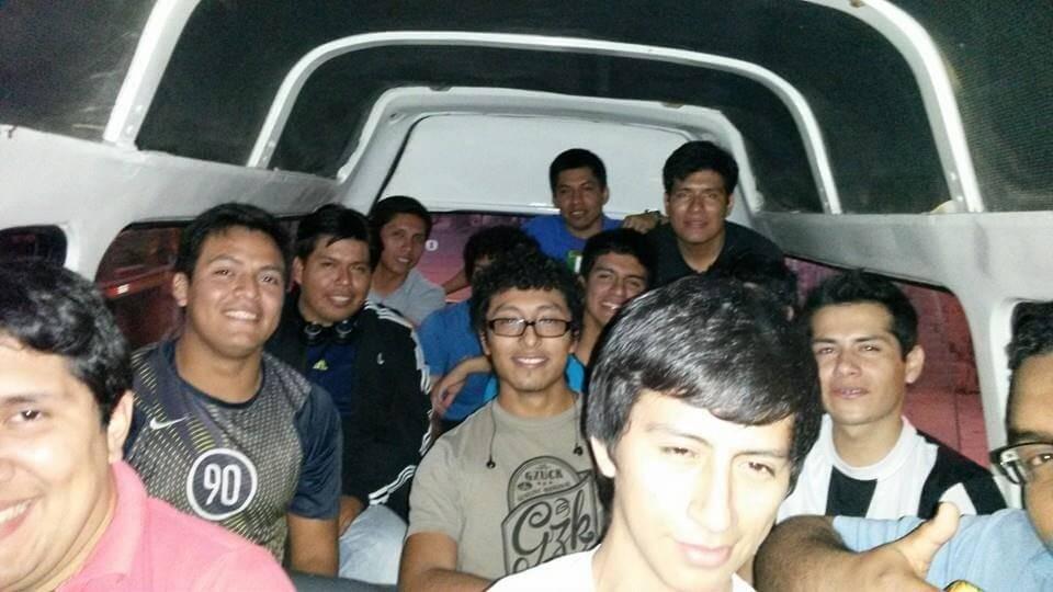 estudiantes viajando