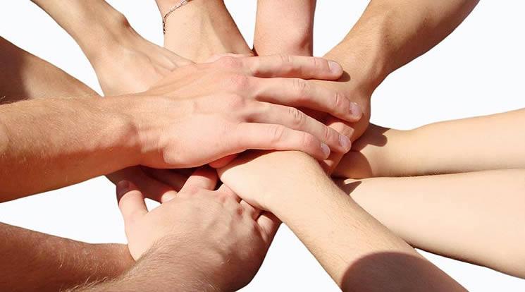 trabajo_en_equipo_manos