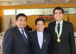 Profesor USAT recibe distinción del Colegio Manuel Pardo