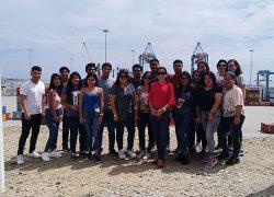 Estudiantes de Administración de Empresas realizan visita académica a la Agencia Aduanera del Grupo Macromar