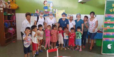 """Estudiantes de Odontología  USAT realizan atenciones en Cuna Maternal """"Virgen de Lourdes"""" – Chiclayo"""
