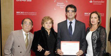 Santander otorga beca de investigación a profesor USAT