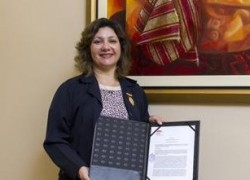 USAT nombra Visitante Ilustre a destacada doctora en Enfermería