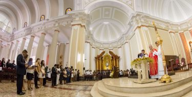 Estudiantes USAT reciben Sacramentos de Iniciación Cristiana