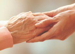 ¿Qué barreras enfrentan los adultos mayores en nuestra sociedad?