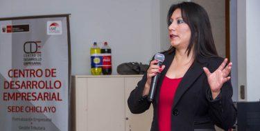 IES – USAT y CDE capacita a microempresarios mediante taller