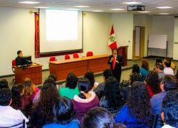 Escuela de Educación USAT realiza conferencia para sus egresados