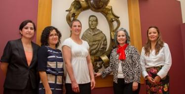 Doctoras de la Universidad de Washington visitan la Escuela de Enfermería USAT