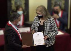 Comisión de Educación del Congreso de la República otorga reconocimiento a rectora USAT por su liderazgo y trayectoria académica