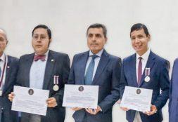 Docentes USAT reciben reconocimiento de asociación Pro Marina