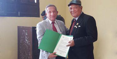 Coordinador del Centro de Estudios Políticos y Gestión Pública USAT es condecorado por labor educativa en Zaña