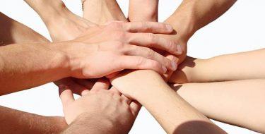 Mentalidad y acción de servicio en la comunidad universitaria